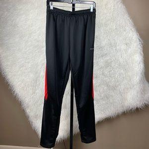 Hind sweat pants. Joggers. Side zip